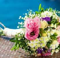 Букет цветов у девушки